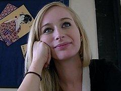 18 jaar, Enthousiasteling, Blond, Schattig, Natuurlijke tieten, Alleen, Tiener, Onder de rok