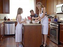 Amerikaans, Vriendje, Dochter, Keuken, Moeder, Stiefmoeder, Trio
