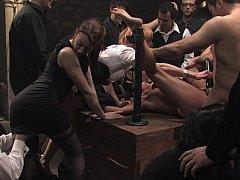 Sadomasochismus, Braunhaarige, Knallhart, Gruppe, Orgie, Bestrafung, Sklave, Gefesselt