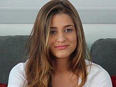 18 años, Morena, Inocente, Lencería, Tetas naturales, Realidad, Tímido, Desnudarse