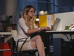 Blondine, Bekleidet, Brille, Nackt, Büro, Sekretärin, Strümpfe, Nass