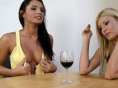 Blonde, Brunette brune, Mignonne, Européenne, Hard, Fumer, Grande, Plan cul à trois