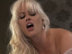 Hot sexually available mom sex with cumshot