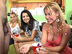 Минет, Одетые девушки голые парни, Смазливые, Вечеринка, Молоденькие