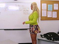 Grosse titten, Blondine, Blasen, Vollbusig, Büro, Pornostars, Ablutschen, Lehrer