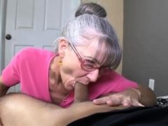 Moms Enjoy For Young Dicks Makes His Day