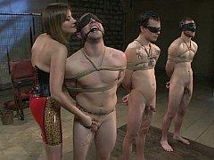 Homme nu et filles habillées, Domination, Femelle, Femme dominatrice, Mère que j'aimerais baiser, Maîtresse, Esclave