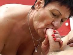 Dicksucking grandpa tastes white jizm on her knees