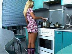 カワイイ, ドレス, キッチン, オナニー, パンティ, ストリップ, ティーン, スカートのぞき