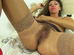 French bushy mom Chloe fingering herself