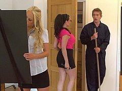 Grosse bite, Blonde, Sucer une bite, Brunette brune, 2 femmes 1 homme, Groupe, Adolescente, Plan cul à trois