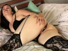 Usa milf Pink enjoys a butt plug up her butt