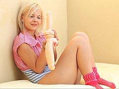 18 ans, Blonde, Mignonne, Européenne, Petite femme, Solo, Se déshabiller, Adolescente
