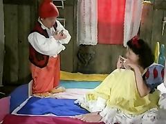 Snow white loves the 7 dwarfs