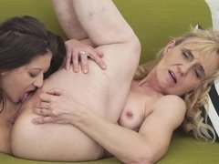 A granny is with a hot young bitch, getting her pussy lips licked