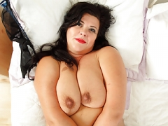 English eager mom Katie Coquard gets turned on in black tights