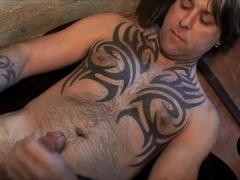 A guy with a beautiful tattoo jerks his dick off in homemade scene