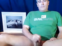 Hunk daddy strokimg hard and cumming