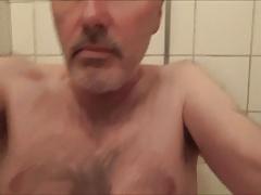 Ulf Larsen peeing