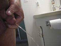 leslie pissing