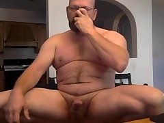 Big dilf hits the poppers and goons it up