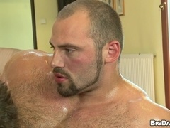 Bulky homo enjoys massage and gets his butt smashed