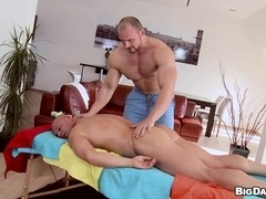 Muscular bearded poofter gives a blowjob to his BF and drills his ass