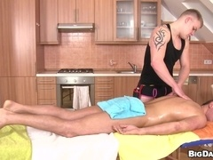Tattooed queers Paul Fresh and Enzo Bloom fuck after massage