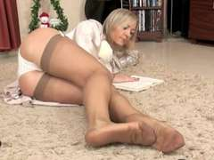 Super-Sexy Mature Footjob!!!!!!!