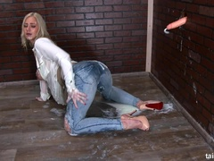 Sales lady Nathaly Cherie gets jizzed on