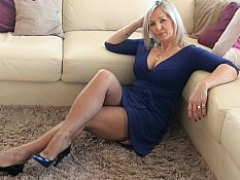 Love bubbles mature upskirt solo