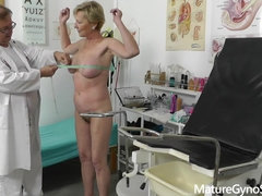 Czech Granny - fingering by gyno doctor