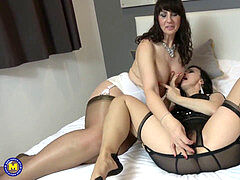 Pussy on cunt with 2 mature lesbians