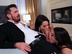 Liv Wild and Madison Ivy give blowjob to Manuel Ferrara