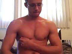 Muscly pornstar facialize