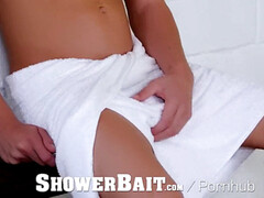 bathroomBait - Mike DeMarko Creeps On man in the Shower