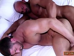 Muscle bodybuilder oral sex with cumshot
