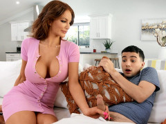 Nicolette Shea gives hand and blow jobs to Ricky Spanish