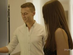 Estate agent focuses on sex with the eye-catching girl