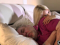 senior guy has good sex with his younger girlfriend in the morning