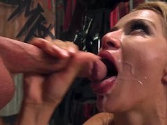 Sexy Cherry Kiss loves an energy-filled anal fuck