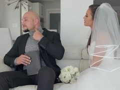 Kelsi Monroe sucks & fucks the officiant wering her wedding dress
