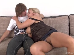See busty blonde Lariona suck and get fucked