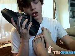Cute twink kisses jocks toes and gets stuffed by him too