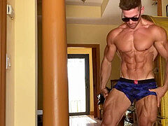2/ uber-sexy AESTHETIC BODYBUILDER WITH short pecker NAKED FLEX